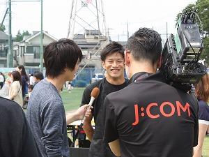 J:COMさんが取材に来てくれました!(インタビューに答えるWR#15島選手)