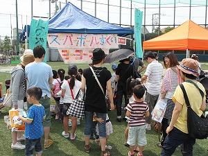 お祭りコーナー(大行列です)